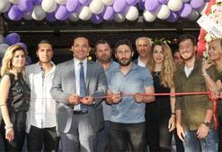 Galatasaraylı Sabri ve ailesi İzmirde açılışta