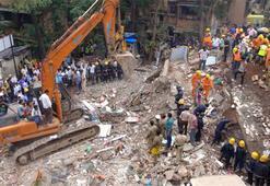 Hindistanda 5 katlı bina çöktü: 4 ölü