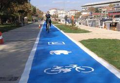 Kadıköy'e mavi bisiklet yolu