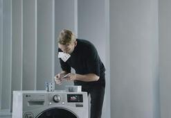 LG çamaşır makinesi çalışırken üstüne kurulan iskambil kulesi Guinness Rekoru kırdı