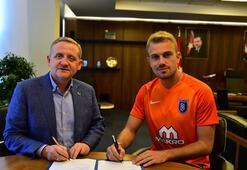 Medipol Başakşehir, kaleci Mert Günok ile 4 yıllık  sözleşme imzaladı