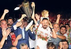 Adanaspor kupasını aldı