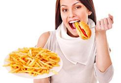 İftarda hızlı ve çok yemek tehlikeli