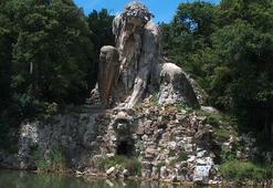 Floransadaki dev heykelin büyük sırrı...