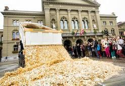 İsviçreliler parayı harcayacak yer bulamıyor