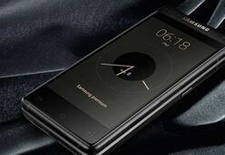 Samsung merakla beklenen üst düzey kapaklı telefonunu duyurdu