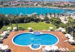 Türkiye'nin ilk ve tek romantik oteli Çeşme Sisus'ta 'Roof bar' keyfi