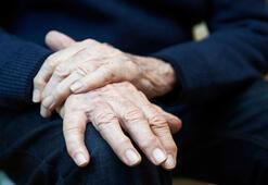 El titremesi neden olur, nasıl geçer Ellerde titreme olmasının nedenleri ve tedavi yöntemleri nelerdir