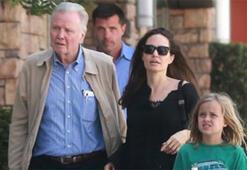 Angelina Jolie babasından tavsiye aldı