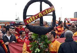 UltrAslandan Danimarkaya protesto
