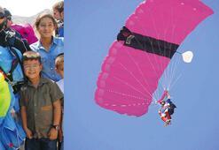 Selçuk'ta paraşüt heyecanı başladı