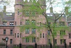 Öğrenci olarak girdiği Yale Üniversitesinde kürsü başkanı oldu
