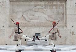 Turistlerin ilgi odağı Evzon askerleri