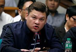 Uyuşturucu satıcılarını öldüren ülke liderinin oğlu aynı ithamla istifa etti