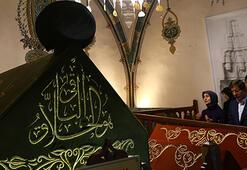 Davutoğlu besucht Heiligen-Grabmal