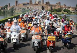 10 bin Vespa tutkunu İtalyada