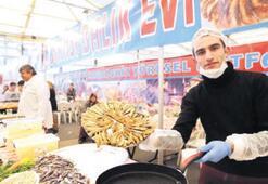 Karşıyaka'da hamsi kokuları yükseldi