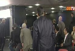 Ünal Aysalın basın toplantısında şok Bir kişi fenalaştı...