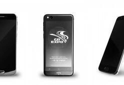 Çift ekranlı YotaPhone 3 resmi olarak tanıtıldı