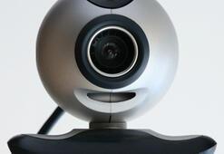 Casusuluk korkusuyla web kameralarımızı kapatıyoruz