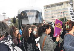 Kadınlardan şiddete karşı dayanışma eylemi