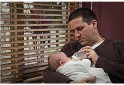 Çocuklarla Uyumak Babaların Testosteronunu Düşürüyor