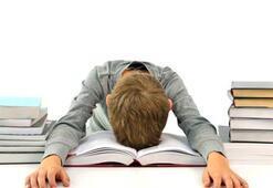 Çocuklara sürekli ders çalış denilmemeli
