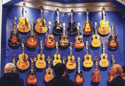 Bu gitarlar çalmak değil, bakmak için