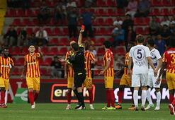 Süper Ligde kırmızı kartlar havada uçuştu