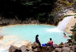 Sodalı Mavi Göl turistlerin gözdesi oldu