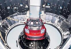 Tesla Roadster'ı Mars'a gönderecek