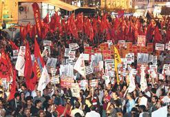 Taksim'de 'SAVAŞA HAYIR' yürüyüşü