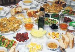 Abendessen zum Fastenbruch im Ramadan 74 TL