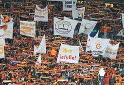 Galatasaray taraftarı kar altında bilet aradı