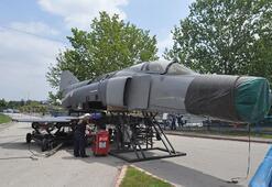Tarihi savaş uçağı Adana'da