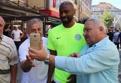Çaykur Rizesporlu futbolcular, vatandaşlarla bayramlaştı