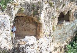 Kral kaya mezarları  defineci kurbanı