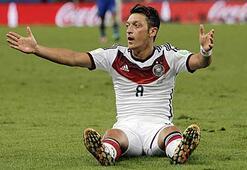Mesut Özil, yardımı korktuğu için yalanladı