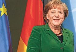 Merkel: Atina'yı Euro'da istiyoruz şoktan kaçınalım