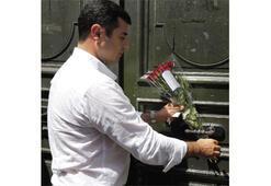 Paris'te öldürülen  3 kadın için çiçek