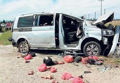 Minibüs fabrika duvarına çarptı: 4 ölü, 6 yaralı