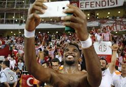 Etoo bunu hep yapıyor Galatasaraya 5. gol...