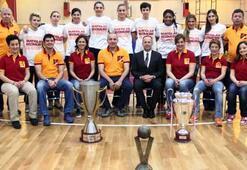 Şampiyon Galatasaray, basınla buluştu