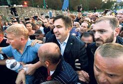 Saakaşvili sınırı deldi, Poroşenko 'suç işledi' dedi