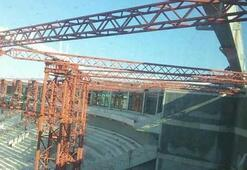 Timsah Arenanın çatısı bitiyor
