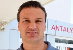 Alpay Özalan: Milli takımın coşkuyla oynaması gerekir