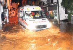 Bodrum'da caddeler göl oldu