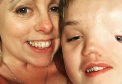Instagram yüzünün şekli yüzünden fotoğrafını kaldırdığı çocuğun ailesinden özür diledi
