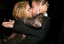 Shakiradan Piqueye teselli öpücüğü