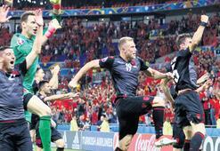 Arnavutluk'un  tarihi günü